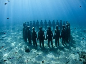 Vicissitudes by Jason deCaires-taylor-sculpture